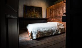 Pour l'espace nuit, la chambre «Sherlock» est plus sobre, tout en restant très travaillée.  ((Photo: GeorgesWaringo))