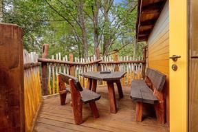Chaque cabane dispose d'au moins une terrasse. ((Photo: Escher bamhaiser))