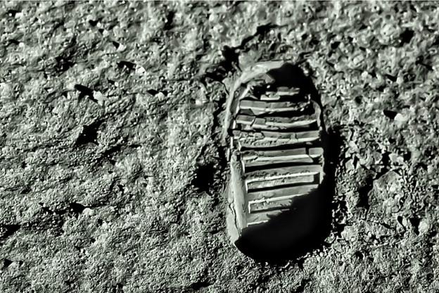 55ans après NeilArmstrong, une astronaute américaine devrait être la première femme à poser un pied sur la Lune. Associé à cette mission historique prévue pour 2024, le Luxembourg pense déjà au pas d'après, l'installation d'une base sur l'astre céleste. (Photo: Shutterstock)