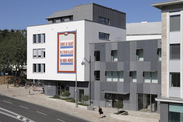 L'œuvre de Claudia Passeri se déploie sur une des façades de la Chambre des salariés Luxembourg. (Photo: CSL)