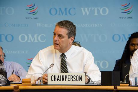 «Au-delà de leurs effets directs, les conflits commerciaux renforcent l'incertitude, ce qui conduit certaines entreprises à reporter des investissements favorables à la productivité»,explique le directeur général de l'OMC, Roberto Azevêdo. (Photo: OMC)