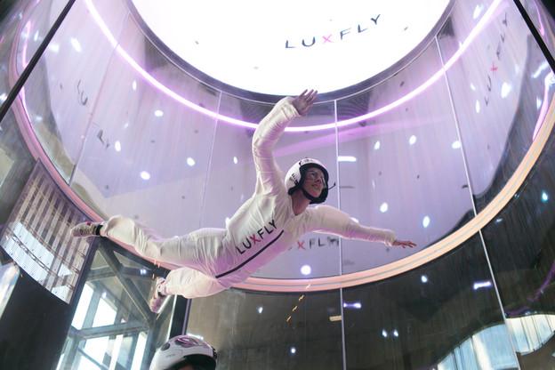 Le simulateur de chute libre construit aux portes d'Arlon attire un public familial, mais vise aussi les entreprises pour les team building. (Photo: Matic Zorman / Maison Moderne)