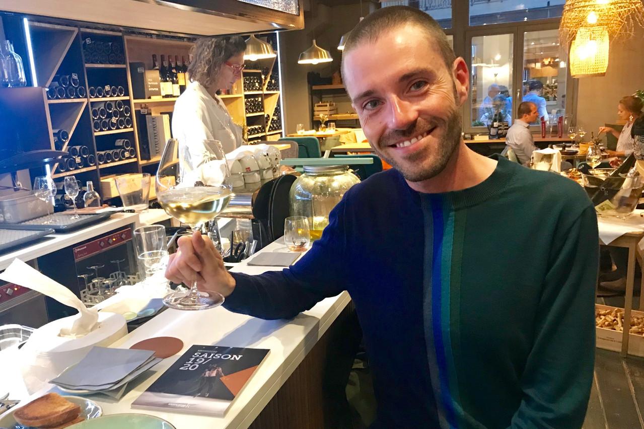 Parler culture et bon vin, une combinaison de qualité appréciée par Jérôme Konen. (Photo: Maison Moderne)