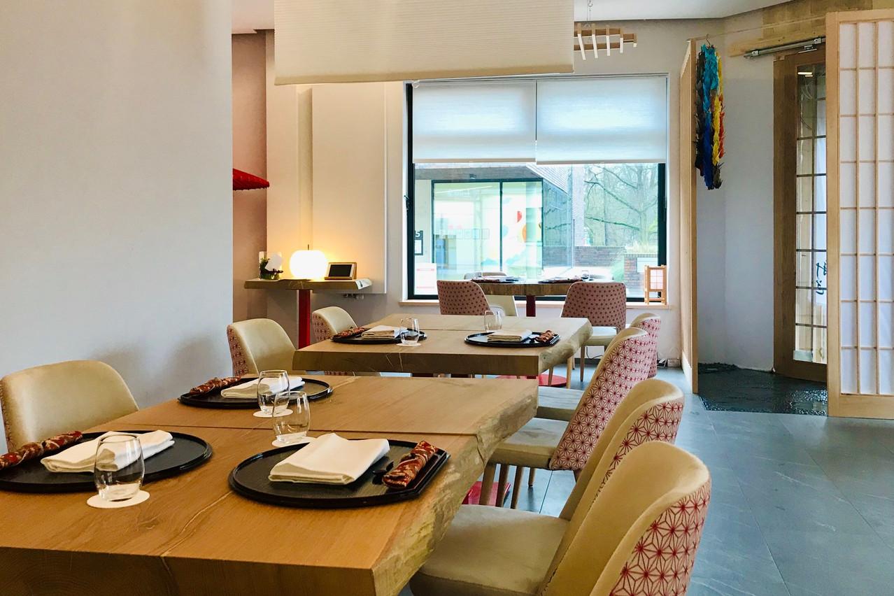 Entre tradition et design épuré, le Ryôdô accueille ses convives dans un cadre lumineux qui permet de se concentrer sur l'assiette. (Photo: Maison Moderne)