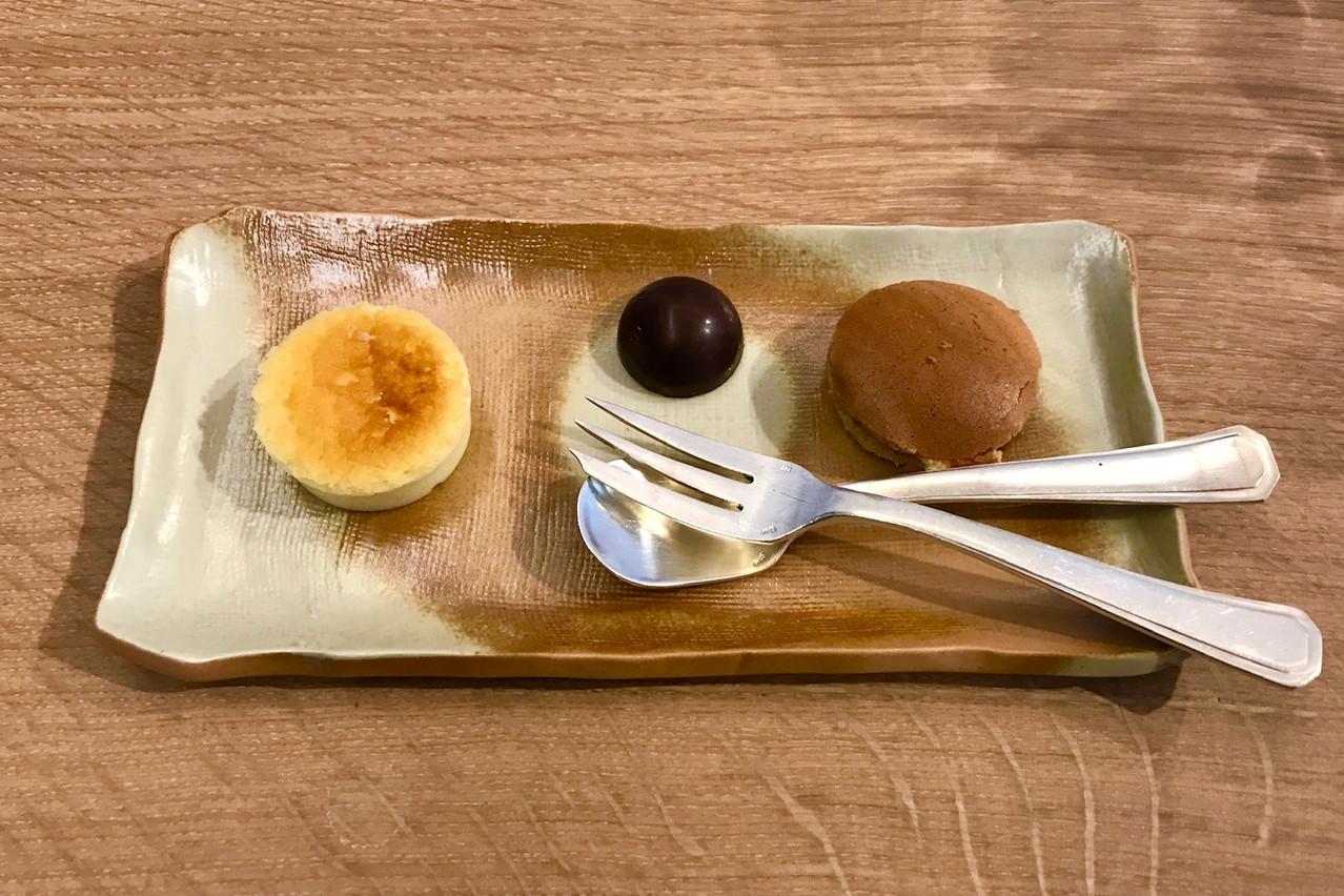 Desserts traditionnels et populaires japonais pour terminer le repas du midi au Ryôdô. Maison Moderne