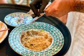 Le risotto à la truffe du Comptoir Bohème est finalisé et servi directement à table depuis sa meule de pecorino. Miam. ((Photo: Maison Moderne))