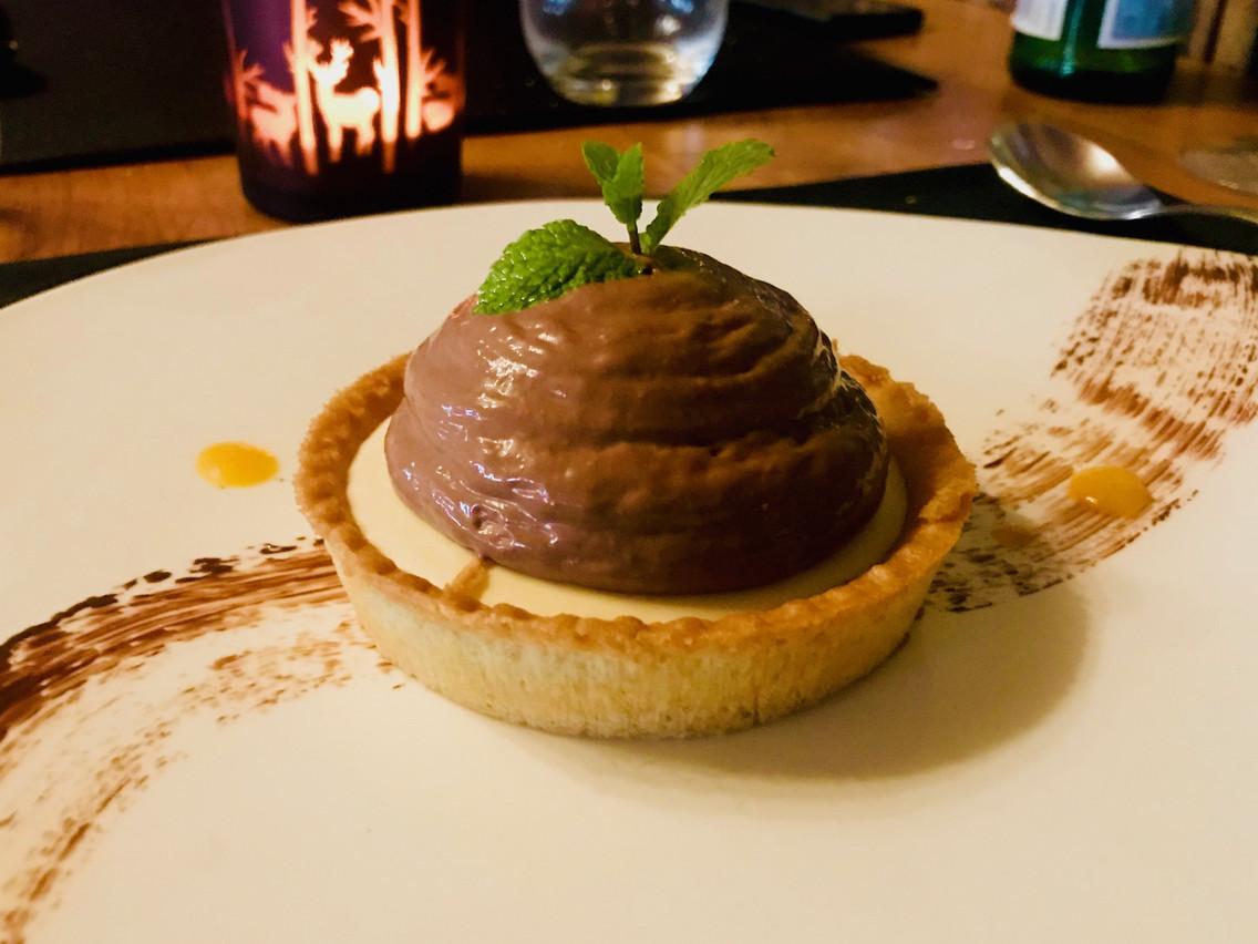 La tartelette aux deux chocolats: l'un des desserts du moment au Elch. (Photo: Maison Moderne)