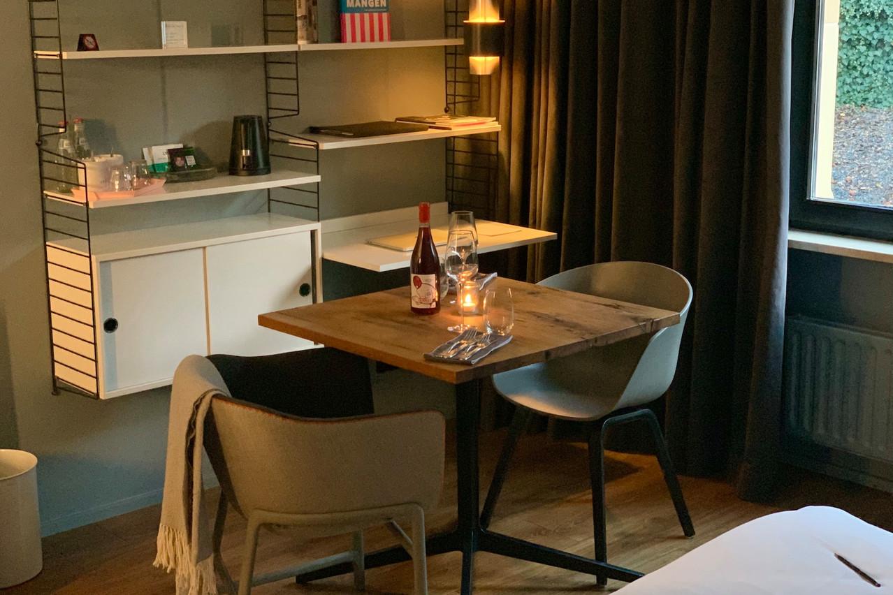 Ambiance cocooning seul(e) ou sévèrement romantique à deux, le dîner en chambre est une expérience gastronomique rare en ce moment… (Photo: Maison Moderne)