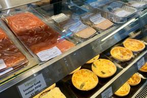 Saumon fumé, foie gras, quiches, le tout maison: le take-away aussi sait se faire gourmand au Gourmet! (Maison Moderne)