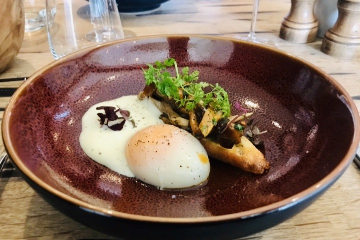 Œuf parfait et champignons, une combinaison de saison qui fait mouche. Maison Moderne