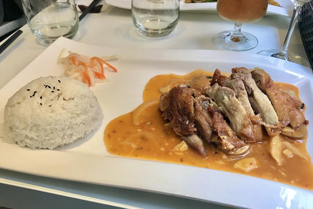Canard thaï, riz blanc et pickles, le trio gagnant du menu déjeuner au Little Saigon. (Photo: Maison Moderne)