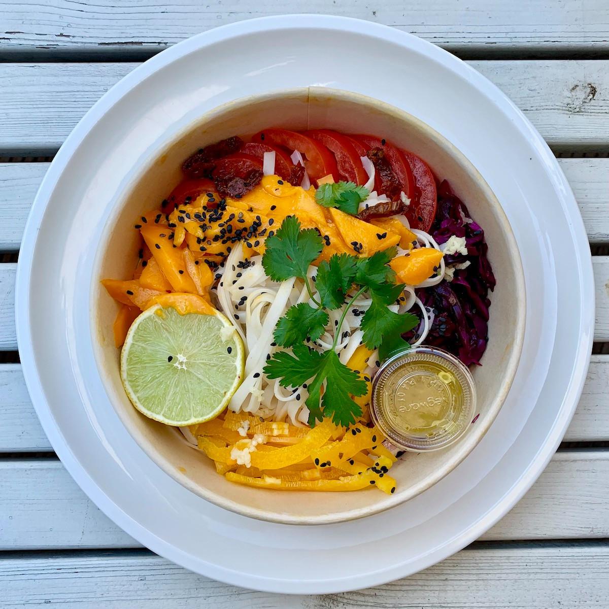 Couleurs et fraîcheur pour lasalade «Nam Jim» d'Alavita Kitchen. (Photo: Maison Moderne)