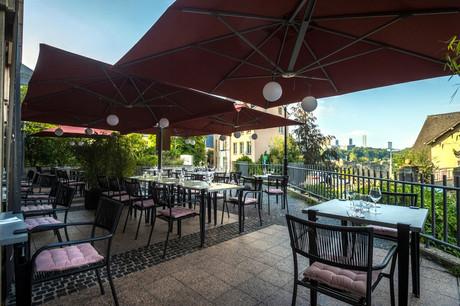 De l'espace, du mobilier stylé et une vue unique: la terrasse du restaurant L'Annexe fait toujours son petit effet… (Photo: Mike Zenari)