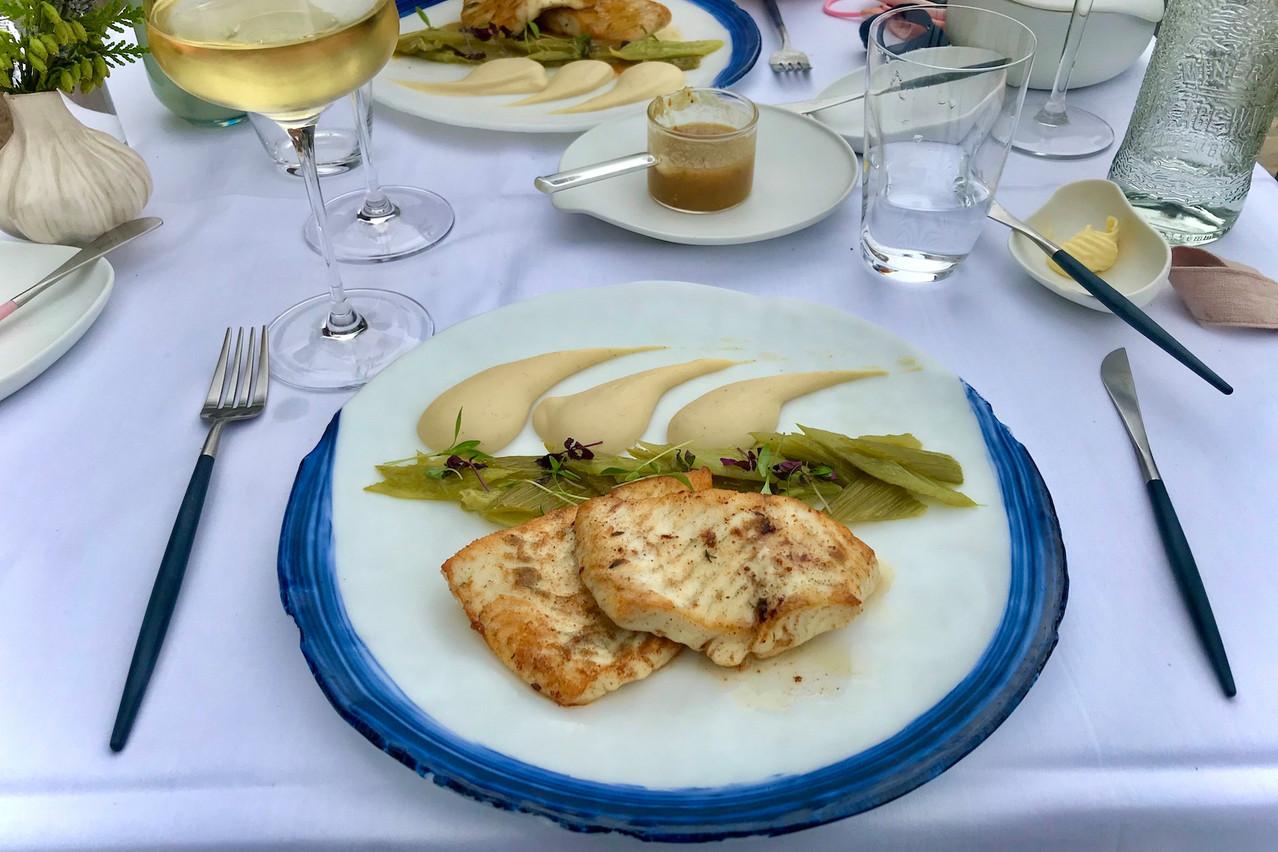 Turbot de ligne, duo de céleri et inspirations brésiliennes pour la sauce au fumet de poisson… (Photo: Maison Moderne)