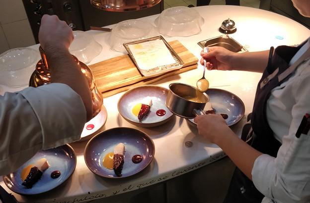 Au Mirazur, nous avons testé la déclinaison «Feuilles» du menu «Univers» du chef Mauro Colagreco. (Photo: Maison Moderne)