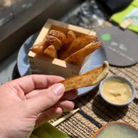 Les «wedges» maison sont accompagnées d'une excellente mayonnaise truffe/wasabi, maison aussi! (Maison Moderne)
