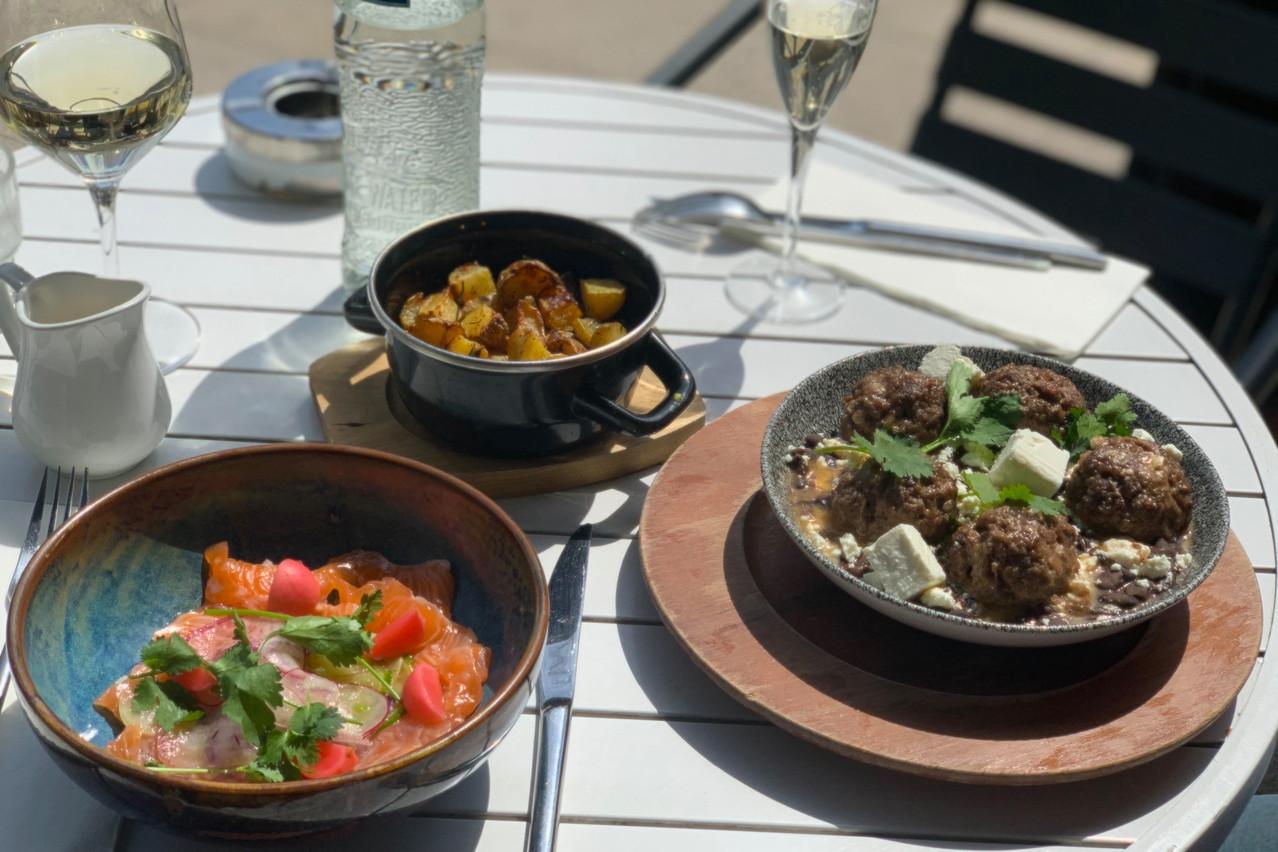 Sur la terrasse toujours plus spacieuse du Paname, les nouveautés gourmandes ne manquent pas en prévision de l'été (qui va arriver, un jour, a priori…). (Photo: Maison Moderne)