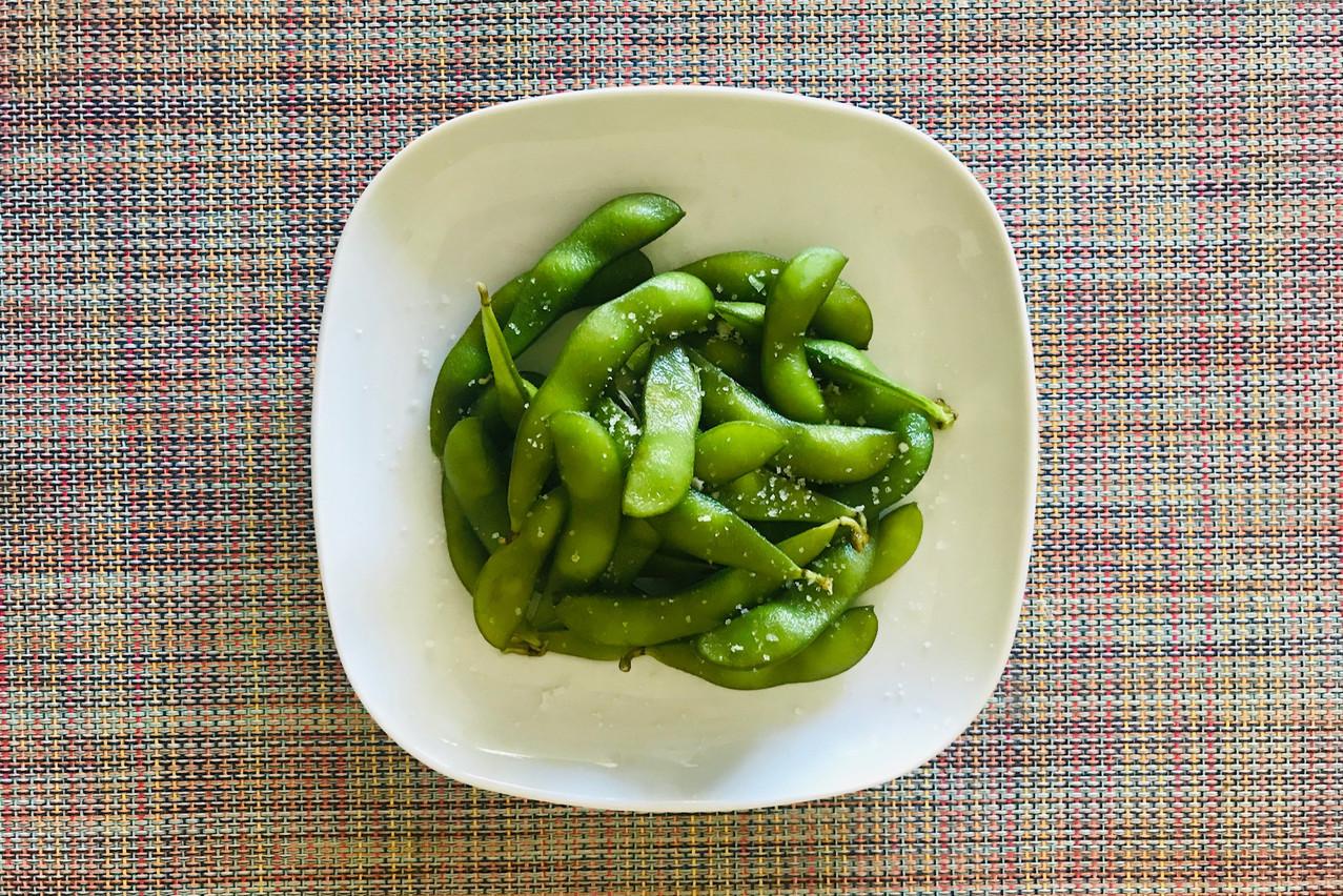 Pas forcément besoin de plus qu'une portion d'edamame pour s'ouvrir l'appétit avant de bons ramens... Maison Moderne