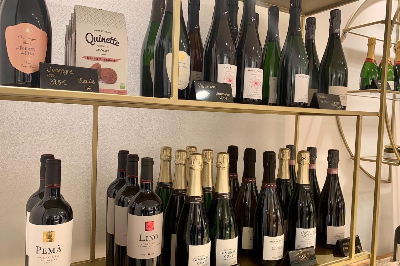 Chez Olivia Cliquet, la combinaison de valeurs sûres locales et de belles maisons françaises se retrouve aussi du côté des boissons. Maison Moderne