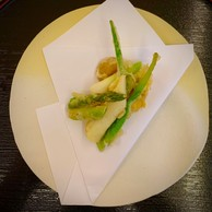 Quelques légumes de Sandrine, également en tempura, pour accompagner le ris de veau… (Maison Moderne)