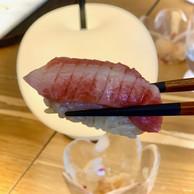 Exemple de sushi d'exception chez Ryôdô: le nigiri de toro, ou ventre gras de thon rouge. (Maison Moderne)