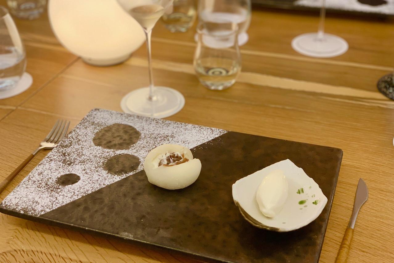 Mochi chantilly-caramel au beurre salé, en dessert chez Ryôdô. Maison Moderne