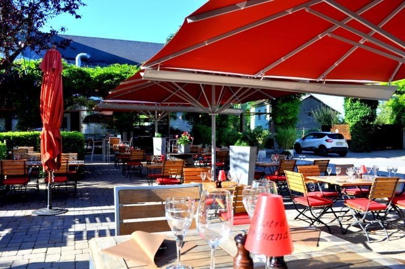 Du soleil, des pergolas végétales, un petit bassin: tout invite à la détente gourmande sur la terrasse du Bistrot Gourmand à Remerschen. Archives Le Bistrot Gourmand