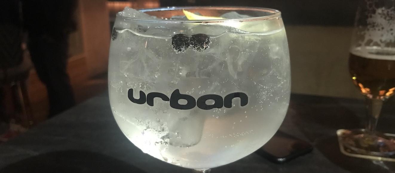 L'Urban est réputé pour sa carte de gins bien remplie. Maison Moderne