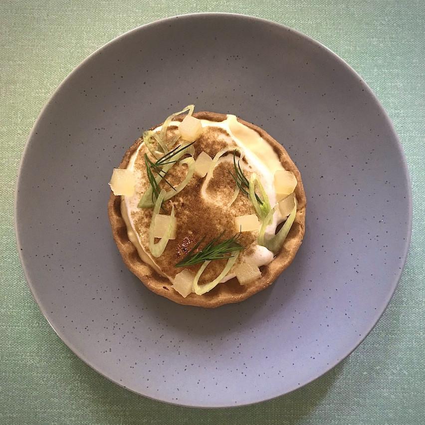 Tarte au citron meringuée, pomme, aneth et fenouil. (Photo: Maison Moderne)