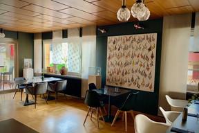 Dans la maison investie par le projet Yabani, de nombreuses œuvres de street art créent une ambiance créative et un décor unique… (Maison Moderne)