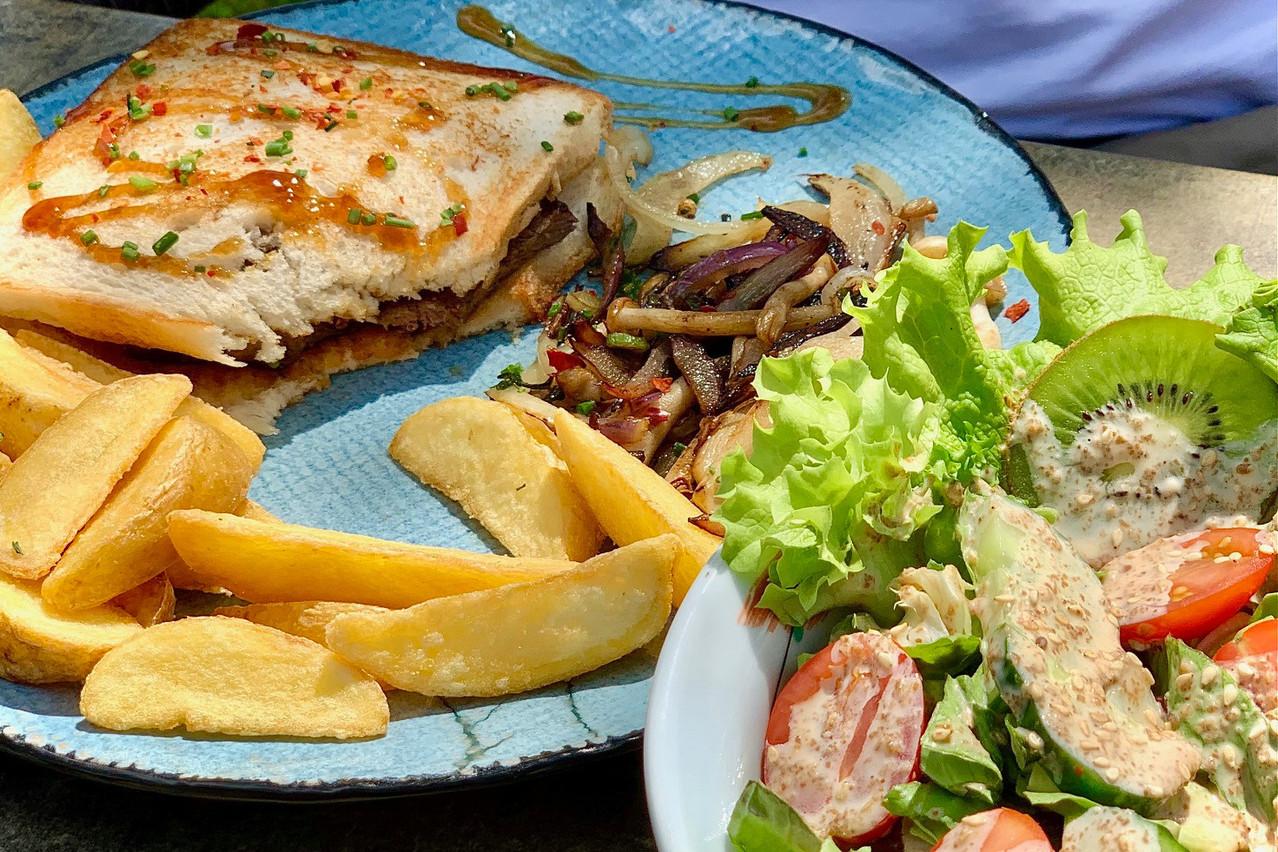 Un sandwich au wagyu bien régressif, pour les grands enfants, chez Yabani. Maison Moderne