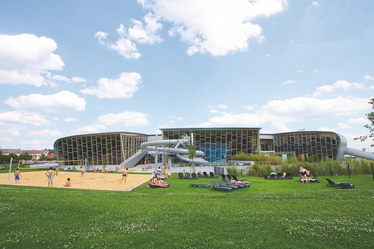 Les espaces de loisirs extérieurs des Thermes de Strassen. (Photo: Administration communale de Strassen/Luxembourg for Tourism)