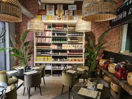 Dans les rayons épicerie du Mercato, il y a tout ce qu'il faut pour cuisiner les meilleures recettes italiennes et les déguster en bonne compagnie ((Photo: Vincent Pattyn))