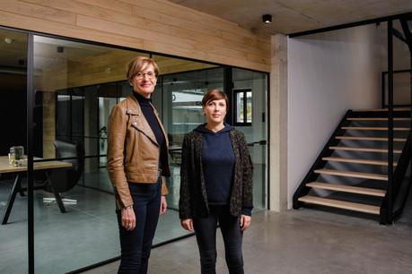 ChristianneWickler et VéroniqueLamury dans les nouveaux bureaux de Pall Center. (Photo: Nader Ghavami)