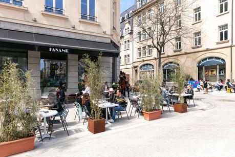 Après trois semaines d'attente depuis la réouverture des terrasses, le Paname a enfin pu sortir la sienne grâce à l'avancée des travaux sur la place de Paris et bénéficie d'un espace déjà plus confortable. Romain Gamba / Maison Moderne