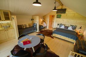 Un intérieur qui fait la part belle aux matériaux nobles et à l'énergie renouvelable. ((Photo: Morgane Bricard))