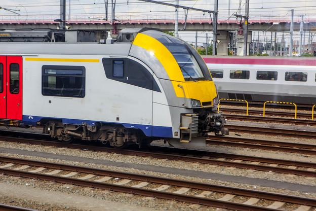Les usagers de la ligne de train 162 devront attendre 2027 avant de pouvoir rejoindre Bruxelles depuis Luxembourg-ville en moins de 3h. (Photo: Shutterstock)