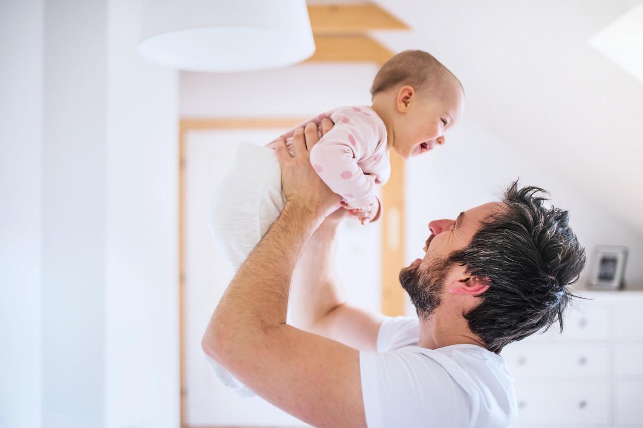 L'extension du congé paternité aux travailleurs indépendants étant inscrite dans l'accord de coalition, Marc Spautz (CSV) souhaitait connaître son délai d'application. (Photo: Shutterstock)