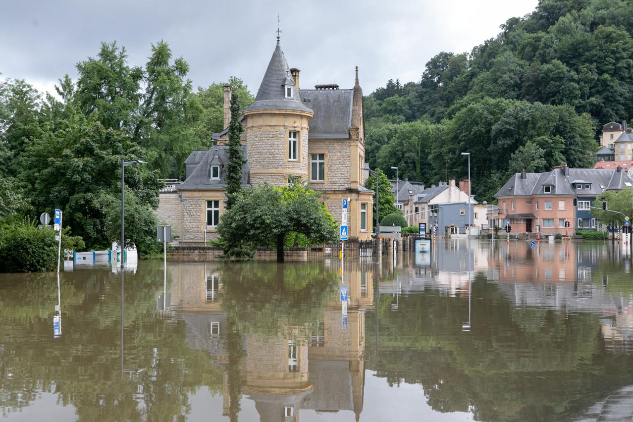 Une place Dargent complètement bloquée par les eaux jeudi dernier, comme de nombreux endroits en ville et dans tout le pays… (Photo: Matic Zorman/Maison Moderne)