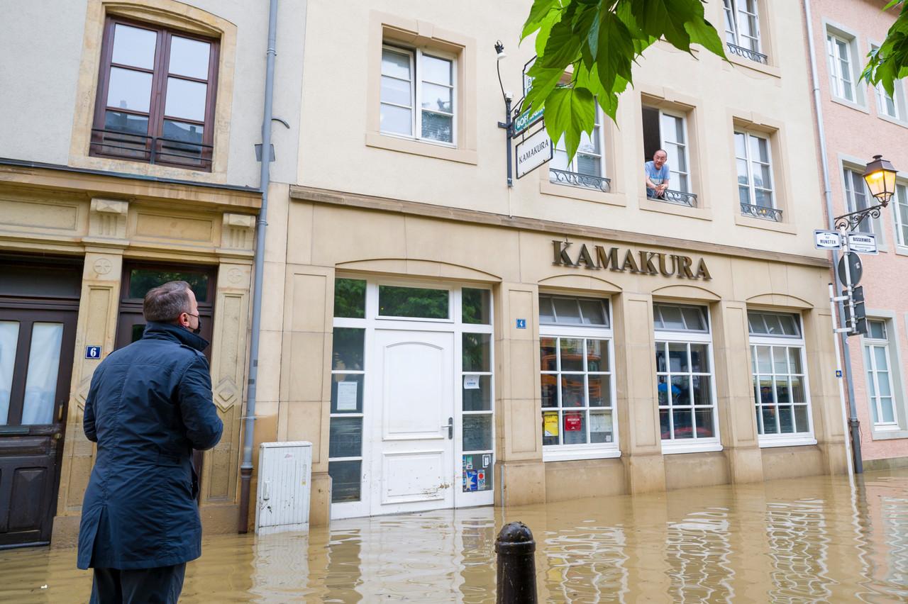 Xavier Bettel a rendu visite aux restaurants touchés dans le Grund la semaine dernière, à l'instar du Kamakura, qui a été complètement inondé et qui restera donc fermé jusqu'à nouvel ordre. (Photo: SIP / Jean-Christophe Verhaegen)