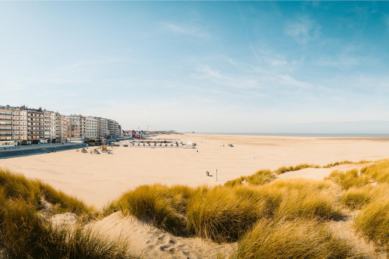 À la côte belge, l'accès aux plages reste interdit pour le moment, et les seconds résidents ne peuvent s'y rendre. (Photo: Shutterstock)