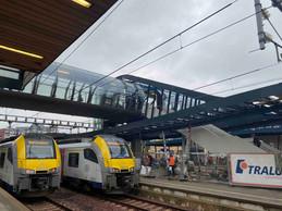 Comme la précédente, la passerelle surplombe les quais de la gare de Luxembourg. ((Photo: Paperjam))