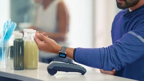 Il faut évidemment disposer de la montre ad hoc et d'une carte de crédit dans une des banques qui proposent le service. (Photo: Visalux - Europay)
