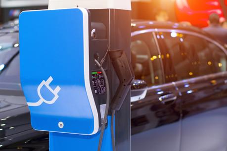 L'e-mobilité profite de la traction développée par Tesla dans le secteur automobile. Mais l'infrastructure et le service doivent encore être largement améliorés pour entraîner le consommateur à changer de voiture. (Photo: Shutterstock)
