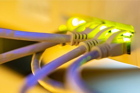 L'installation de la fibre optique devient de plus en plus compliquée au fur et à mesure que l'opérateur tente de gagner des pourcentages dans des zones moins accessibles. (Photo: Shutterstock)
