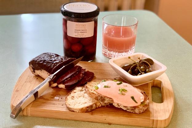 Magret de canard fumé, tarama, pickles et plein d'autres préparations maison sont à essayer les yeux fermés dans l'épicerie de Quentin Debailleux, au Pèitry. (Photo: Maison Moderne)