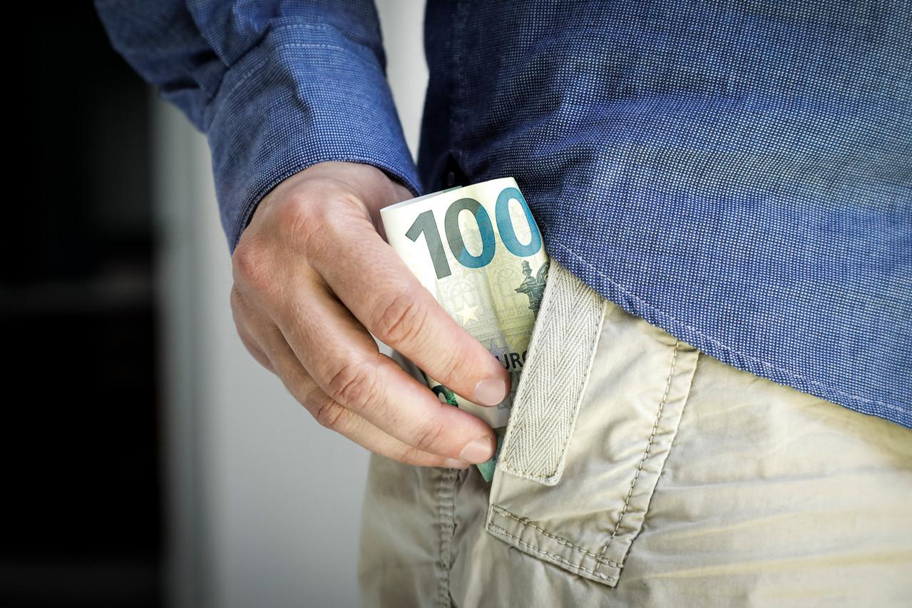 64% des résidents au Luxembourg possèdent au moins un billet de 100 euros dans leur portefeuille. (Photo: Shutterstock)