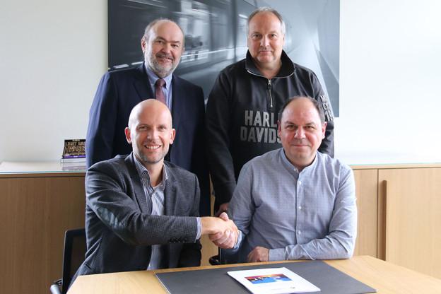 La direction de Luxtram et les syndicats ont signé, ce 3 octobre, la première convention collective de l'entreprise. (Photo: Luxtram)