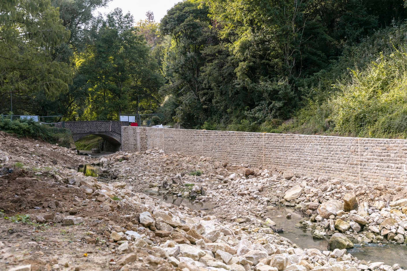 New stone walls have been built on one side of the riverbank. Photo: Romain Gamba / Maison Moderne