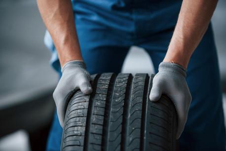 Le changement de pneus se fait en ce moment. Sauf pour quelques frontaliers qui n'utilisent plus la voiture au Luxembourg. (Photo: Shutterstock)